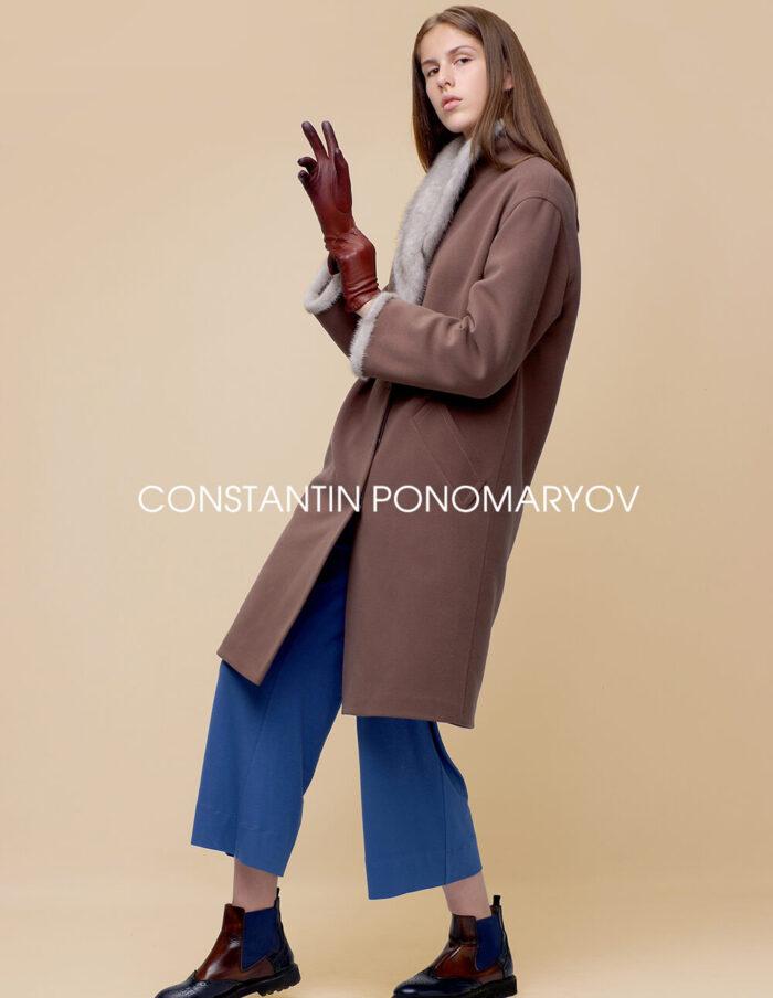 Женское пальто с меховым воротником